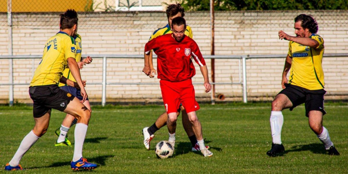 Muži v rámci letní přípravy sehráli dva fotbalové zápasy. Vyzvali Lanžhot a Týnec